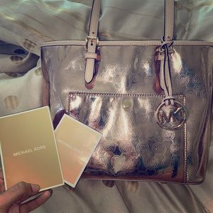 ❤️👜Lightly used ROSE GOLD MICHEAL KORS TOTE BAG